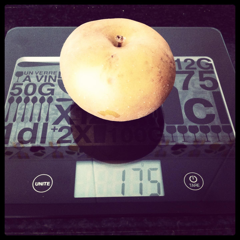 Manzana pequeña con piel