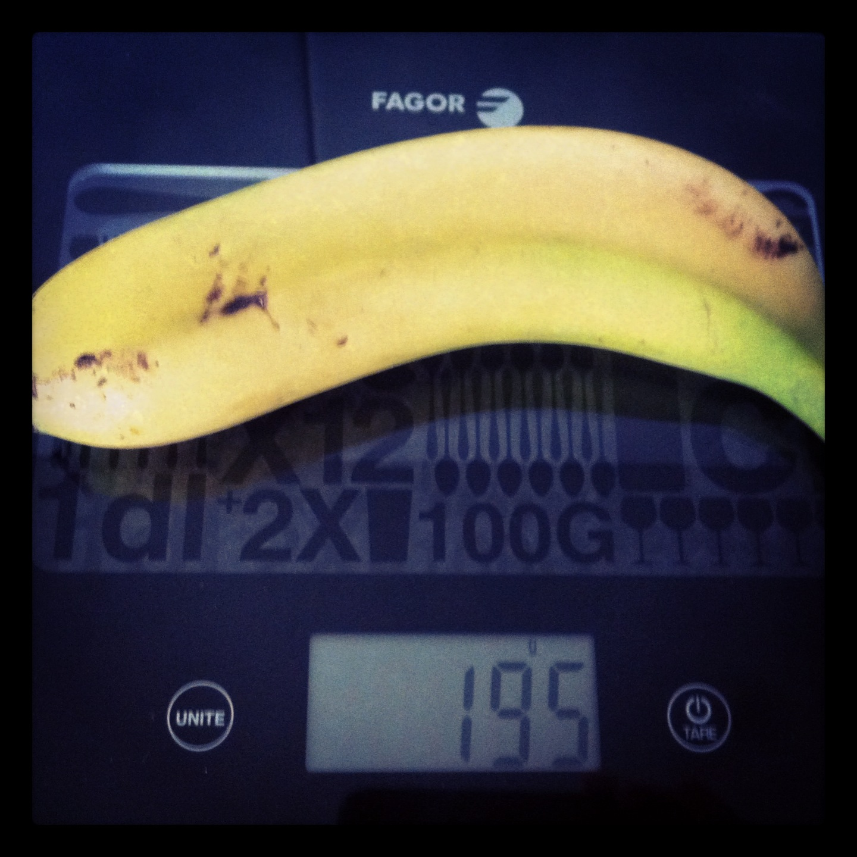 Plátano grande con piel