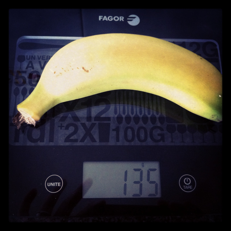 Plátano mediano con piel