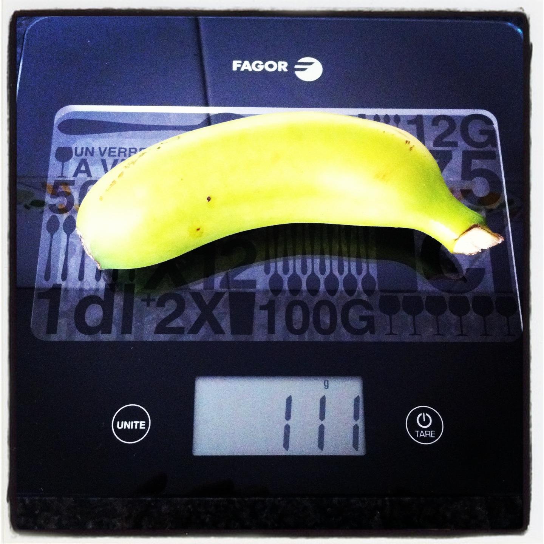Plátano pequeño con piel