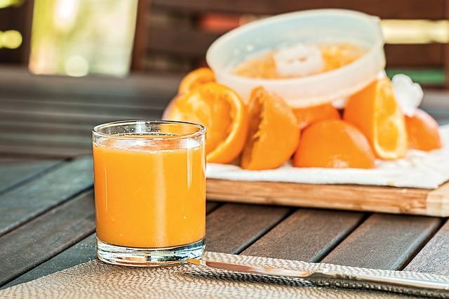fresh-orange-juice-1614822_640